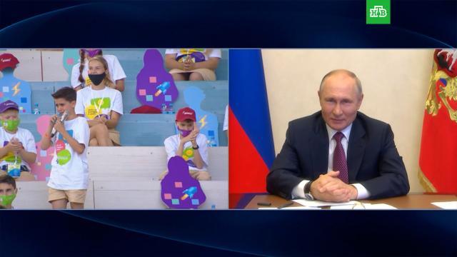 Путин успокоил школьника, разволновавшегося на презентации своего проекта.Путин, дети и подростки, школы.НТВ.Ru: новости, видео, программы телеканала НТВ