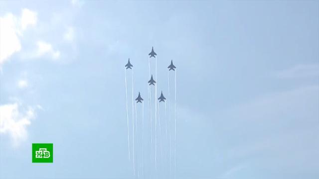 «Русские витязи» и «Стрижи» отработали новую программу.МАКС, авиация, самолеты.НТВ.Ru: новости, видео, программы телеканала НТВ