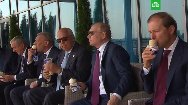 Путин угостил коллег мороженым на МАКС-2021.Путин, авиация.НТВ.Ru: новости, видео, программы телеканала НТВ