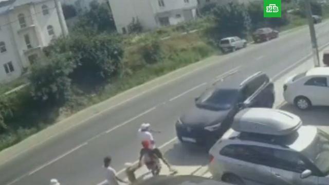 Под Анапой кроссовер влетел втолпу пешеходов на тротуаре.Анапа, ДТП.НТВ.Ru: новости, видео, программы телеканала НТВ