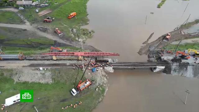 Задержанных на Транссибе пассажиров поездов развозят впункты назначения самолетами
