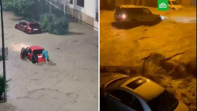 МЧС не прогнозирует ухудшения обстановки из-за сильных ливней в Сочи.Ливень в Сочи прекратился, вода отступает с затопленных улиц.МЧС, Сочи, погода, погодные аномалии, туризм и путешествия.НТВ.Ru: новости, видео, программы телеканала НТВ