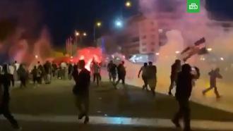 ВАфинах полиция разгоняла антипрививочников водометами ислезоточивым газом