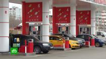 Россия заняла 16-е место в Европе по доступности бензина.Россия за год поднялась в рейтинге доступности бензина в странах Европы и теперь занимает не 20-е место, а 16-е. Эксперты рассчитывали, сколько литров бензина может купить на среднюю зарплату житель каждой страны.бензин, рейтинги.НТВ.Ru: новости, видео, программы телеканала НТВ