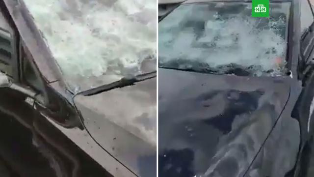 Град размером с яблоко повредил автомобили в Италии.Италия, погодные аномалии.НТВ.Ru: новости, видео, программы телеканала НТВ