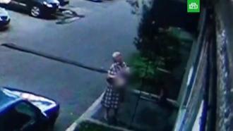 Женщина поймала выпавшего из окна ребенка в Новокузнецке