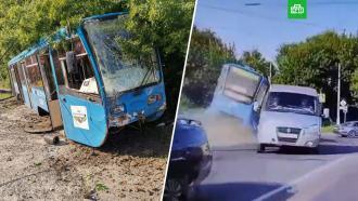 ВКурске трамвай без тормозов вылетел срельсов, протаранил легковушку иснес пешехода