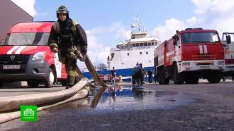 Спасатели провели учения на пострадавшем вЧП траулере