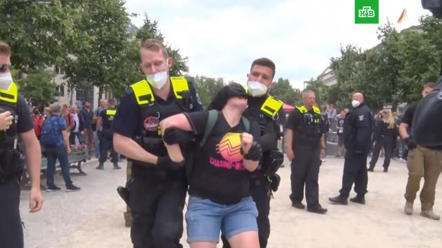 Почти 600человек задержали на акциях против коронавирусных ограничений вБерлине.Германия, коронавирус, митинги и протесты.НТВ.Ru: новости, видео, программы телеканала НТВ
