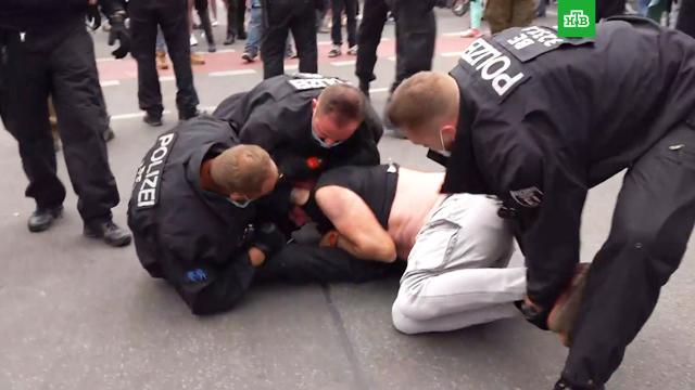В Берлине начались стычки полиции с участниками «ковидных» протестов.Германия, коронавирус, митинги и протесты, эпидемия.НТВ.Ru: новости, видео, программы телеканала НТВ