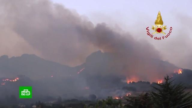 Сицилия вогне: пожарные вИталии выезжали на вызовы более 800раз за сутки.Европа, Италия, лесные пожары, пожары.НТВ.Ru: новости, видео, программы телеканала НТВ