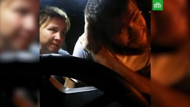 Пассажирка избила слабослышащего таксиста вЭнгельсе.Саратовская область, драки и избиения, нападения, такси.НТВ.Ru: новости, видео, программы телеканала НТВ