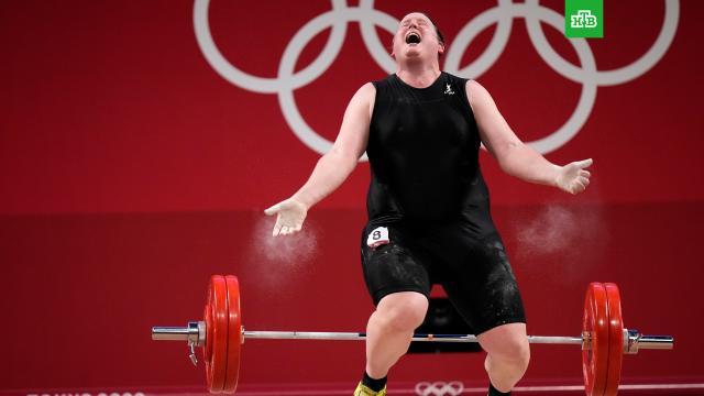 Провал трансгендера на Олимпиаде списали на давление недоброжелателей.Скандал с участием первого в истории Олимпиад атлета-трансгендера сегодня внезапно завершился. Сенсации не произошло. Новозеландская штангистка Лорел Хаббард, которая еще 9 лет назад была мужчиной, досрочно выбыла из женских соревнований в Токио, не продемонстрировав никаких результатов. Но трансгендеры по всему миру не унывают: начало положено и путь к Олимпу для таких людей отныне открыт..Новая Зеландия, Олимпиада, женщины, скандалы, спорт, трансгендеры, тяжелая атлетика.НТВ.Ru: новости, видео, программы телеканала НТВ