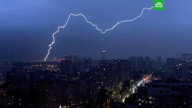 Ливень сгрозой обрушился на Москву.Москва, лето, погода.НТВ.Ru: новости, видео, программы телеканала НТВ