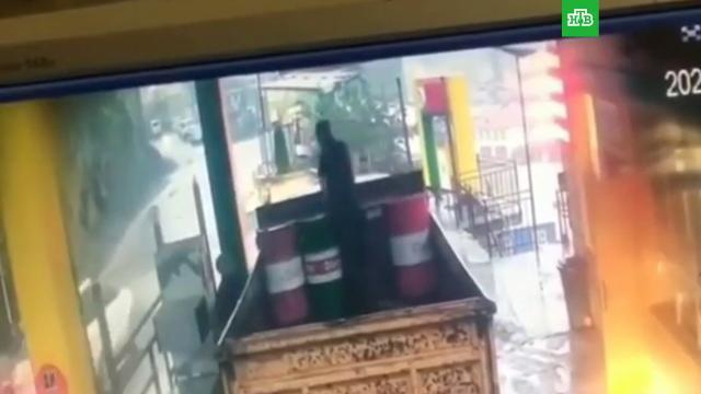 Житель Дагестана чудом увернулся от камнепада.Дагестан.НТВ.Ru: новости, видео, программы телеканала НТВ