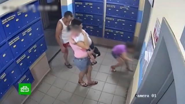 Избившего детей под камерами жителя Уфы допросили иотпустили домой.Уфа, дети и подростки, драки и избиения.НТВ.Ru: новости, видео, программы телеканала НТВ