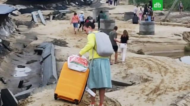 ВАнапе туристов эвакуировали из отелей из-за непогоды.Краснодарский край, наводнения, погода.НТВ.Ru: новости, видео, программы телеканала НТВ