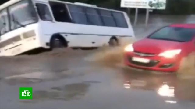 Дожди затопили участок федеральной трассы на Кубани.Краснодарский край, наводнения.НТВ.Ru: новости, видео, программы телеканала НТВ