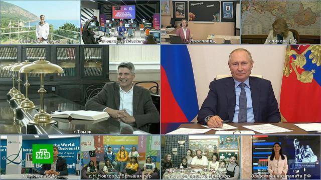 Путин призвал модернизировать систему оплаты труда учителей