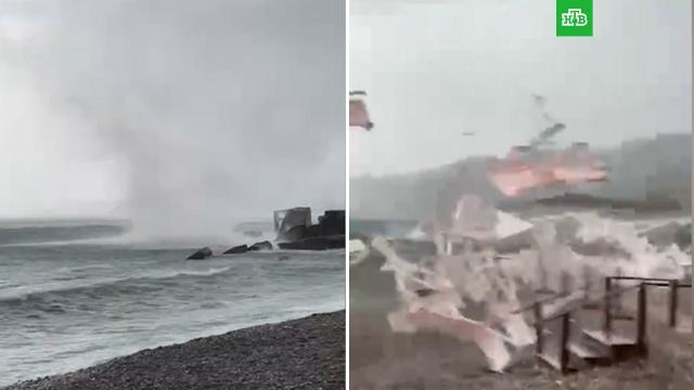Смерч вышел на берег вАдлерском районе Сочи.Сочи, погода, штормы и ураганы.НТВ.Ru: новости, видео, программы телеканала НТВ