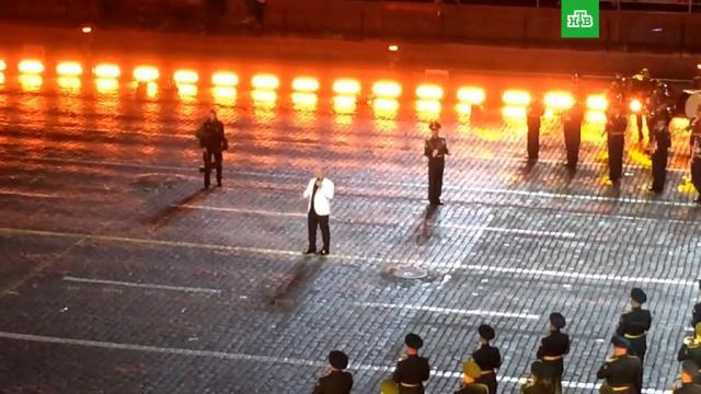 Лидер Rammstein по-русски спел «Любимый город» на фестивале «Спасская башня».Москва, знаменитости, музыка и музыканты, фестивали и конкурсы, армии мира.НТВ.Ru: новости, видео, программы телеканала НТВ