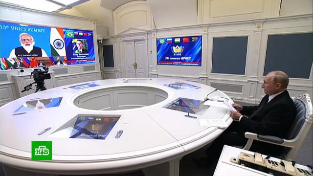 «Расхлебывать приходится всем»: Путин обвинил «экспериментаторов» вкризисе вАфганистане.Афганистан, Путин, США.НТВ.Ru: новости, видео, программы телеканала НТВ