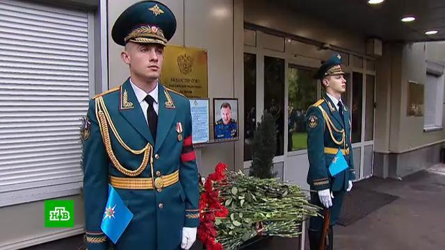 Путин лично прибыл проститься спогибшим главой МЧС.МЧС, Матвиенко, Москва, Путин, похороны.НТВ.Ru: новости, видео, программы телеканала НТВ