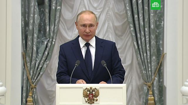 Песков объяснил слова Путина оготовности уйти на карантин из-за COVID-19 вего окружении.Песков, Путин, карантин, коронавирус.НТВ.Ru: новости, видео, программы телеканала НТВ