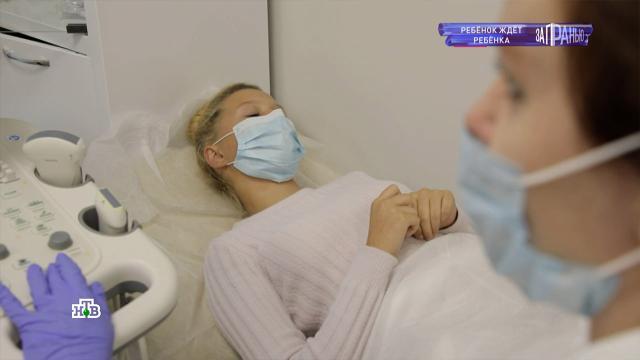 «Он сказал, что можно так»: 12-летняя москвичка рассказала, как забеременела.В Москве забеременела 12-летняя шестиклассница. Мама девочки категорически против, чтобы ее дочь прерывала беременность. Женщина считает, что они с мужем помогут дочери воспитать малыша.беременность и роды, дети и подростки, Москва, НТВ, эксклюзив.НТВ.Ru: новости, видео, программы телеканала НТВ