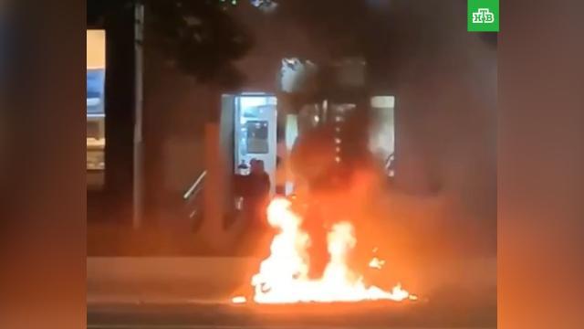 Вспыхнувший сцентре Москвы мотоцикл сняли на видео.ДТП, Москва, мотоциклы и мопеды.НТВ.Ru: новости, видео, программы телеканала НТВ