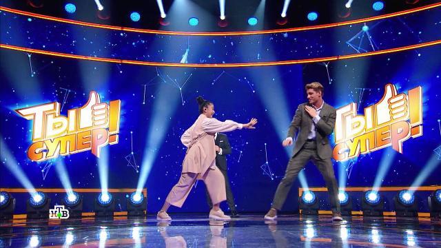 Участница «Ты супер!» показала боевые приемы с Алексеем Воробьёвым.Ты супер, артисты, дети и подростки, знаменитости, музыка и музыканты, эксклюзив, шоу-бизнес.НТВ.Ru: новости, видео, программы телеканала НТВ
