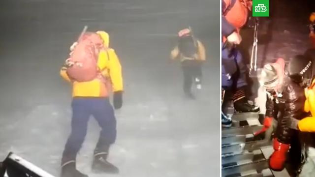 На Эльбрусе спасли пропавшего американского туриста.Кабардино-Балкария, МЧС, альпинизм, горы, поисковые операции, туризм и путешествия.НТВ.Ru: новости, видео, программы телеканала НТВ