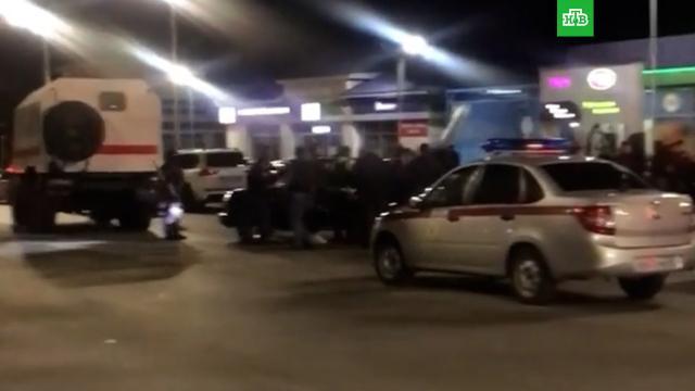 ВЕвпатории почти 60человек устроили разборку на заправке.Крым, задержание, стрельба.НТВ.Ru: новости, видео, программы телеканала НТВ