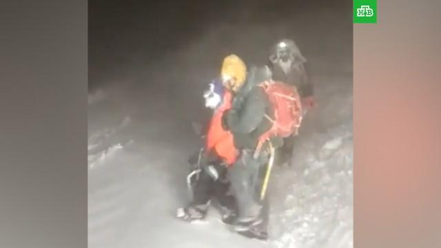Найдены четверо альпинистов, запросивших помощь на Эльбрусе.МЧС, Эльбрус, альпинизм.НТВ.Ru: новости, видео, программы телеканала НТВ
