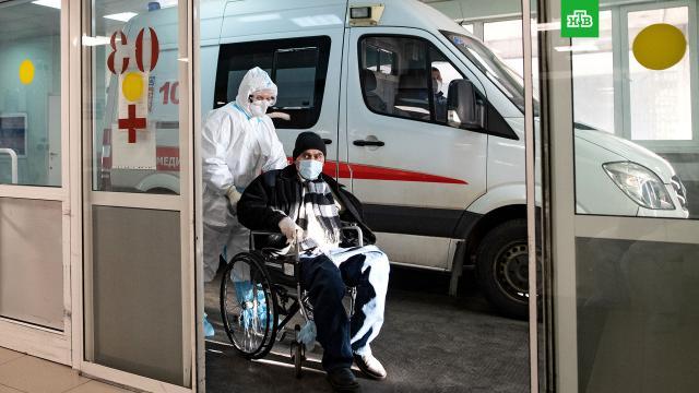 В РФ — новый антирекорд по числу смертей от COVID-19.За последние сутки в России выявили 21 379 заразившихся коронавирусом (накануне этот показатель составил 21 438). Выздоровели 15 828 человек.коронавирус, эпидемия.НТВ.Ru: новости, видео, программы телеканала НТВ