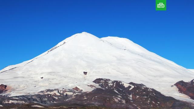 Число погибших на Эльбрусе альпинистов выросло до пяти.Спасательная операция на Эльбрусе, где из-за резкого ухудшения погоды на высоте 5 400 метров застряла группа альпинистов, длилась более 7 часов.МЧС, Эльбрус, альпинизм, поисковые операции.НТВ.Ru: новости, видео, программы телеканала НТВ