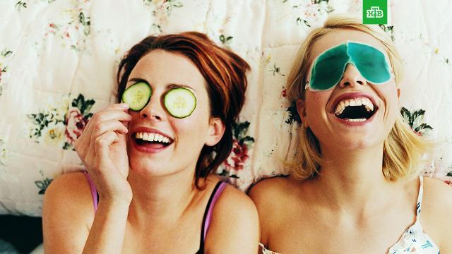 Как ухаживать за кожей после сна: советы врача.Врач-косметолог Анастасия Грачёва рассказала, какие правила надо соблюдать, чтобы после сна выглядеть отдохнувшими.здоровье, сон.НТВ.Ru: новости, видео, программы телеканала НТВ