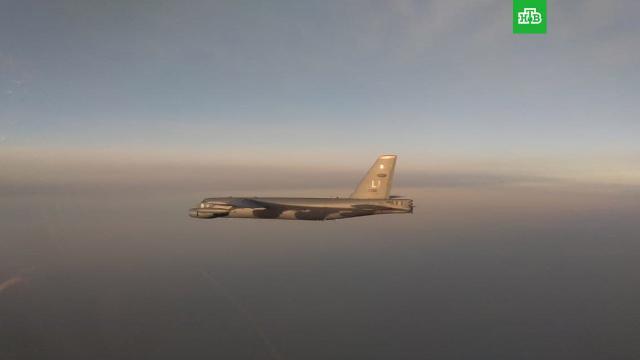 Российские Су-35с сопроводили стратегический бомбардировщик ВВС США.Три истребителя Су-35с сопроводили американский бомбардировщик В-52Н над Тихим океаном.США, авиация, армии мира, армия и флот РФ.НТВ.Ru: новости, видео, программы телеканала НТВ