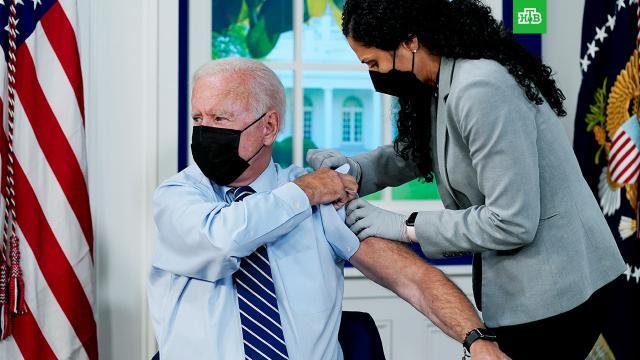Байден ревакцинировался от COVID-19 и пошутил про свой возраст.Байден, коронавирус, прививки.НТВ.Ru: новости, видео, программы телеканала НТВ