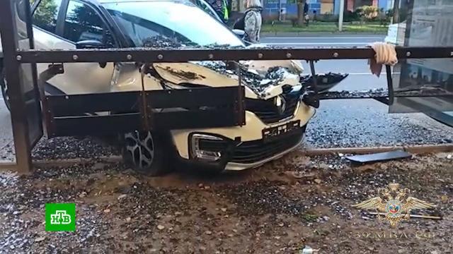 ВКалининграде машина влетела вавтобусную остановку исбила пешеходов.ДТП, Калининград, пешеходы.НТВ.Ru: новости, видео, программы телеканала НТВ