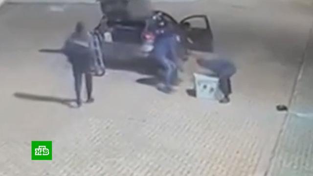 Грабители унесли 750-килограммовый сейф сдрагоценностями.Великобритания, кражи и ограбления, ювелирный магазин.НТВ.Ru: новости, видео, программы телеканала НТВ