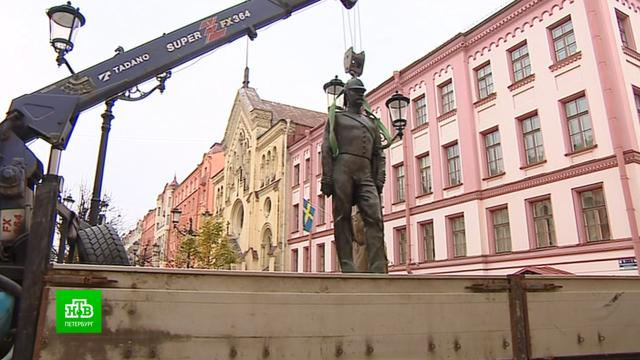В Петербурге памятник городовому переезжает к зданию полицейского главка.Санкт-Петербург, памятники, полиция.НТВ.Ru: новости, видео, программы телеканала НТВ