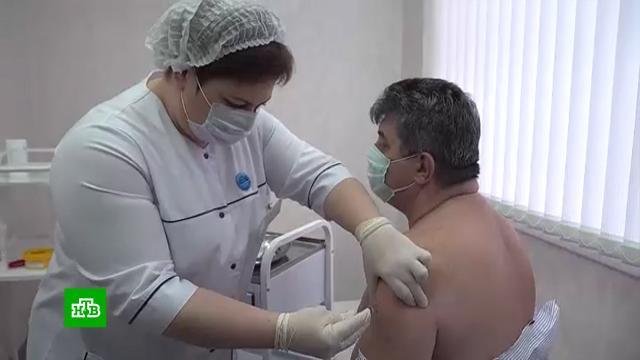 Врачи назвали вакцинацию единственной панацеей от коронавируса