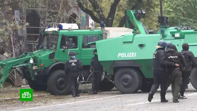 Левые радикалы в Берлине устроили бои с полицией из-за захвативших здание нелегалов.Берлин, Германия, беспорядки, митинги и протесты.НТВ.Ru: новости, видео, программы телеканала НТВ