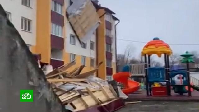 Скончалась вторая пострадавшая при падении кровли на Сахалине.Сахалин, обрушение, смерть, несчастные случаи, штормы и ураганы.НТВ.Ru: новости, видео, программы телеканала НТВ