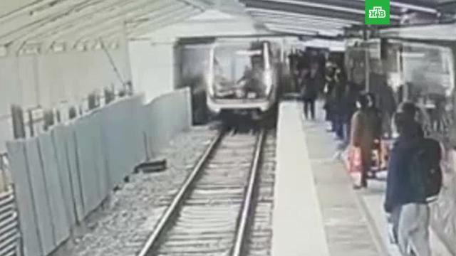 Мужчина упал на рельсы в московском метро.метро.НТВ.Ru: новости, видео, программы телеканала НТВ