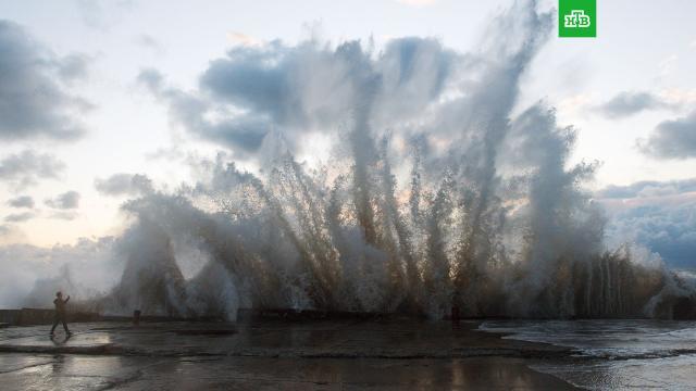 Россиян предупредили об опасной погоде в регионах и температурных аномалиях в Сибири.По прогнозам синоптиков, в ряде регионов России ожидается мощный циклон и «трехэтажные волны» в морях. Кроме того, в Сибири прогнозируются погодные аномалии.погода, погодные аномалии, прогноз погоды.НТВ.Ru: новости, видео, программы телеканала НТВ