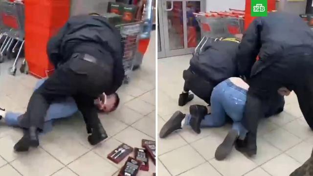 Охранники супермаркета избили покупателя из-за разбитой бутылки.Костромская область, драки и избиения, магазины, нападения.НТВ.Ru: новости, видео, программы телеканала НТВ