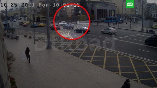 Иномарка на полном ходу врезалась в помещение ресторана в центре Москвы.ДТП, Москва.НТВ.Ru: новости, видео, программы телеканала НТВ