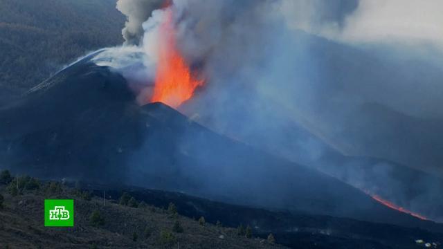 Глава канарского острова предложил сбросить бомбу на извергающийся вулкан.Испания, Канарские острова, вулканы.НТВ.Ru: новости, видео, программы телеканала НТВ